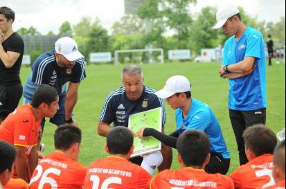 中阿足球合作计划继续深化 学而思网校助力小将赴阿集训