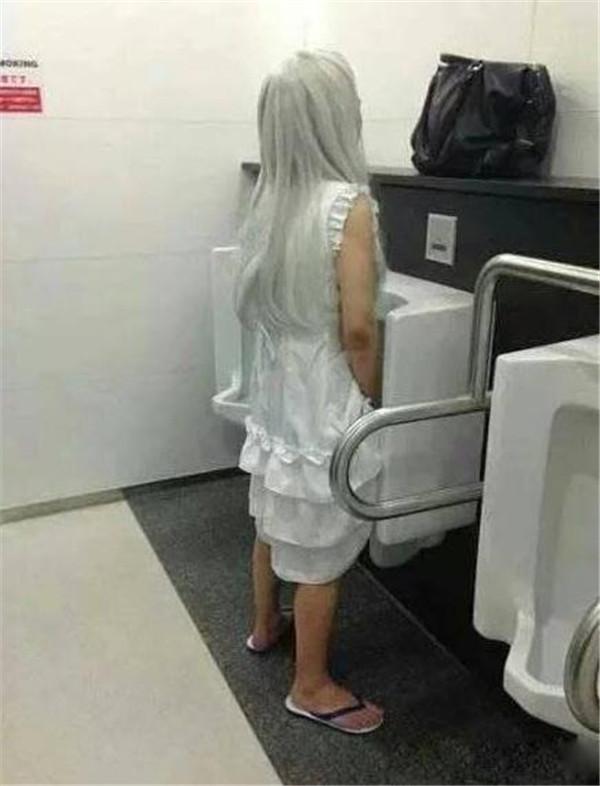 要优雅不要污:无论哪国漫展最可怕的地方一定是男厕所